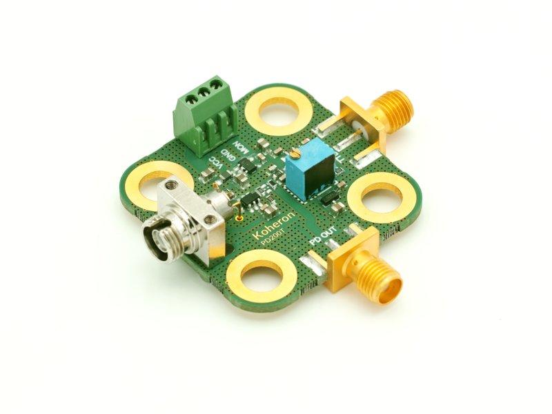 200 MHz TTL-analog photodetector